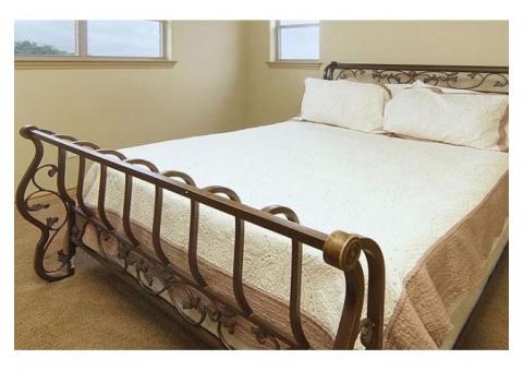 Queen size bedroom set with Broyhill Dresser